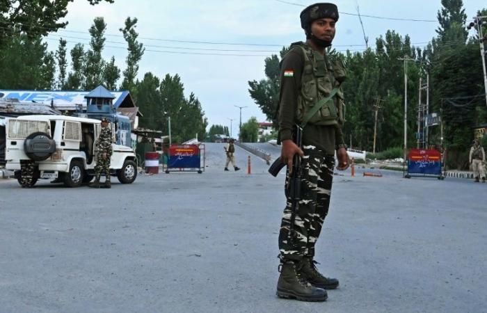 الهند تعتزم تخفيف حظر التجول في كشمير بعد عيد الاستقلال