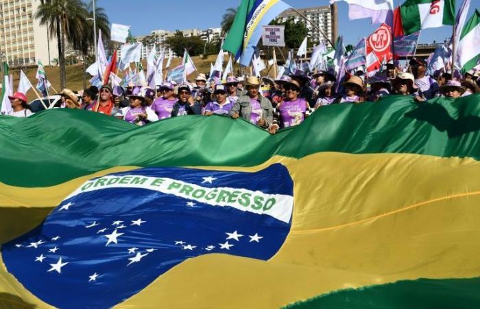 عشرات آلاف النساء يتظاهرن ضد الرئيس البرازيلي