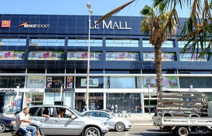 """بالفيديو: """"حفلة مصارعة"""" نسائية أمام Le Mall!"""