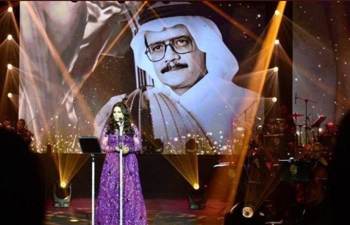 أحلام تُشعل حفلها في السعودية برقصة استثنائية.. وتستحضرُ طلال مداح وفجر السعيد!