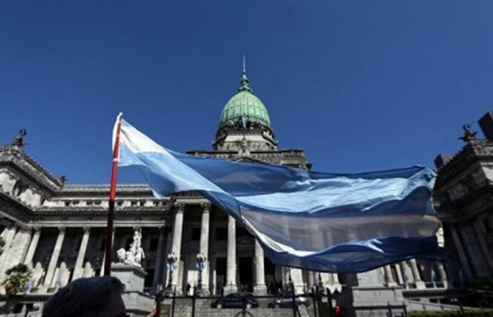 وكالتان للتصنيف الائتماني تخفضان تصنيف الأرجنتين