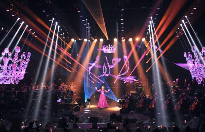 أحلام مع 100 عازف في أولى حفلاتها على مسرح طلال مداح بأبها