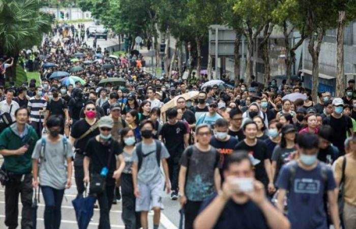 محتجو هونغ كونغ يستعدون لتجمع حاشد الأحد