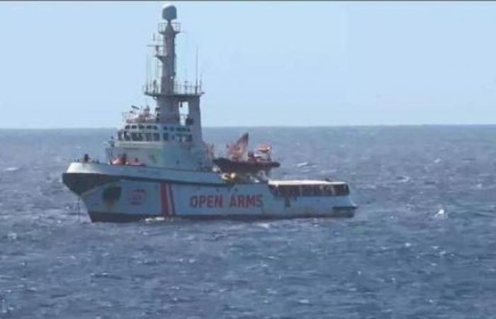 """اسبانيا مستعدة لاستقبال سفينة """"اوبن آرمز"""" الإنسانية"""