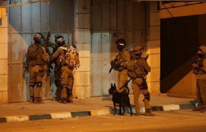 فلسطين   قوات الاحتلال تعتقل 23 مواطن خلال مداهمات بالضفة والقدس