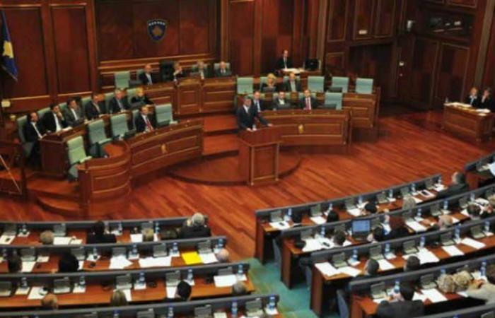 النواب الكوسوفيون يقررون حل البرلمان في كوسوفو