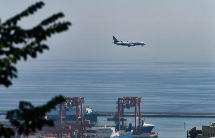 """شركة """"راين اير"""" للطيران ستلغي محطات باسبانيا"""