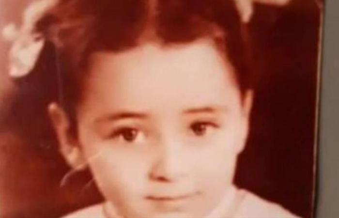 هذه الطفلة أصبحت نجمة شهيرة.. من هي؟