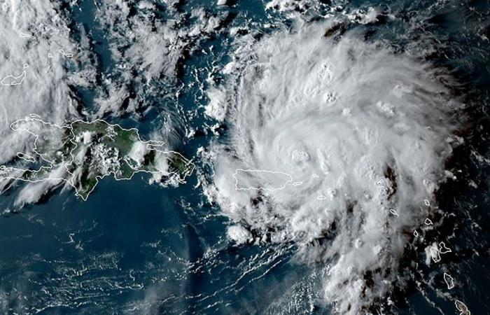 الاعصار دوريان يشتد وينتقل الى الفئة الرابعة