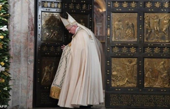 البابا فرنسيس: علقت في مصعد الفاتيكان