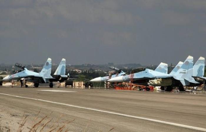 سوريا | إعلام النظام: اعتراض طائرات مسيرة تستهدف قاعدة حميميم