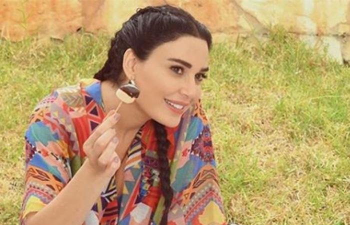 معجبة تشيد بمهارات إبنة سيرين عبد النور.. والأخيرة ترد: 'أنا بعلمك'