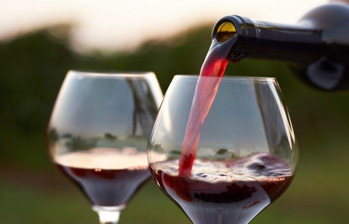 النبيذ الأحمر لمعالجة الإجهاد والتوتر