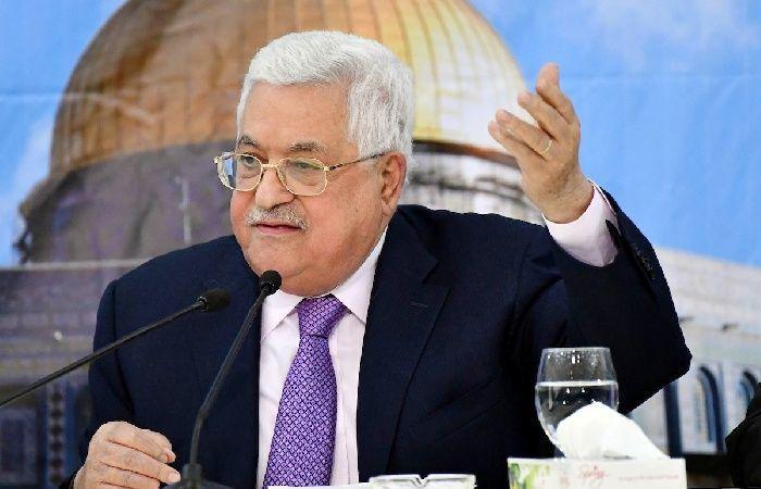 فلسطين | الرئيس عباس يتسلم نسخة مخطوطة مصحف المسجد الأقصى
