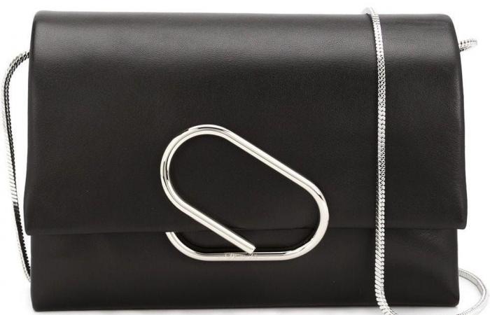الحقيبة التي كررت كايتي هولمز حملها مرارًا.. ثمنها 895 دولار!
