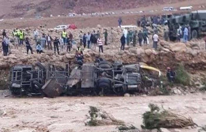 سيول تجرف حافلة بالمغرب..وفاة 6 أشخاص وفقدان آخرين