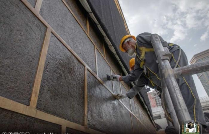 الخليح   شؤون الحرمين تستكمل عمليات صيانة الكعبة المشرفة