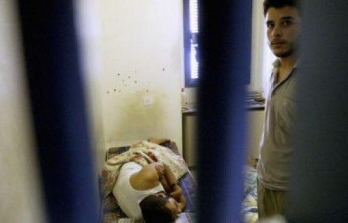 فلسطين | فروانة: 12 فلسطينياً سقطوا في سجون الاحتلال خلال 20 شهرا