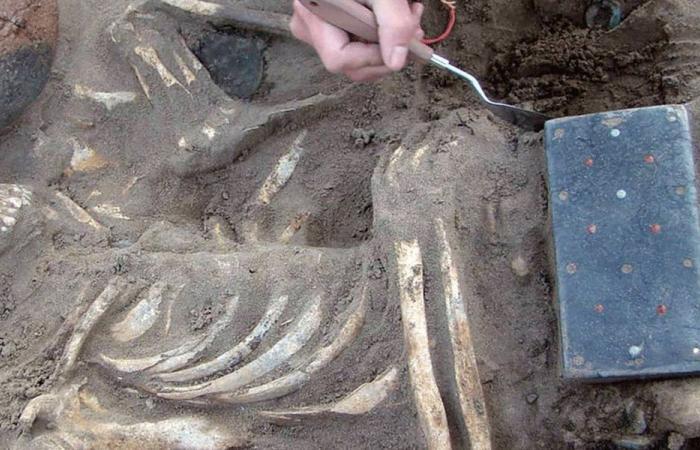 """اكتشاف وُصف بـ""""شبيه آيفون"""" عمره أكثر من 2000 عام!"""