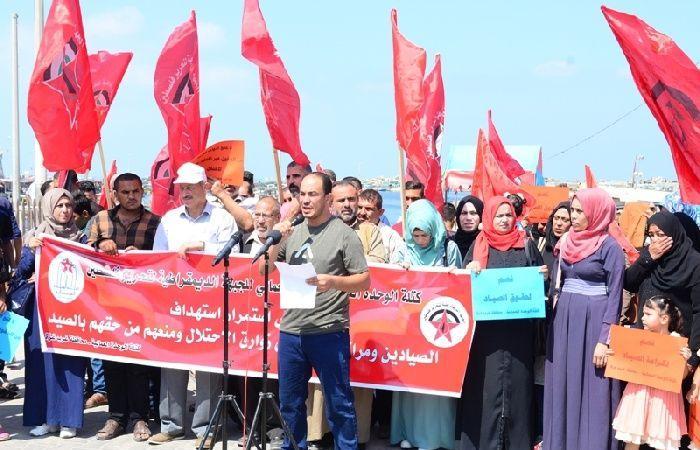 فلسطين   وقفة احتجاجية في ميناء غزة ضد استهداف الصيادين