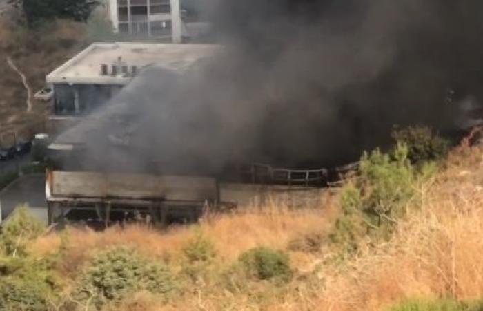 بالصور: احتراق ناد رياضيّ.. ودخان كثيف في المتن!