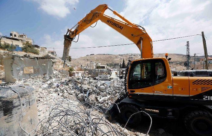 فلسطين | الاحتلال يهدم بنايتين قيد الإنشاء في العيزرية