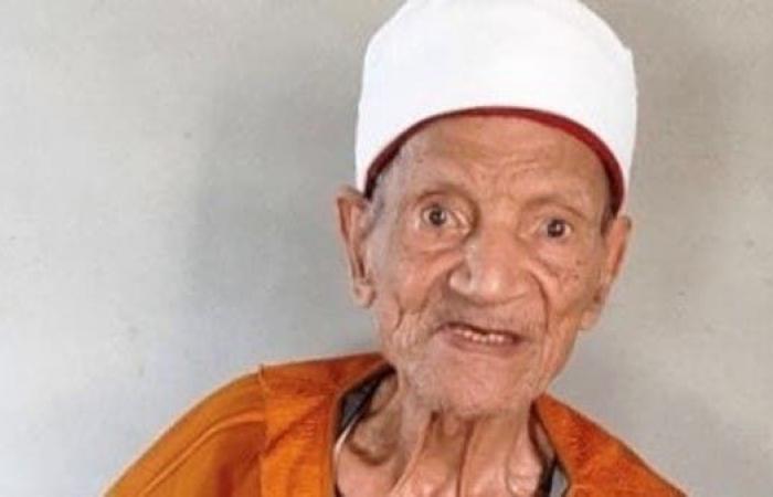 مصر | مصري عمره 92 عاما مصاب بالسرطان.. يواصل الدراسة