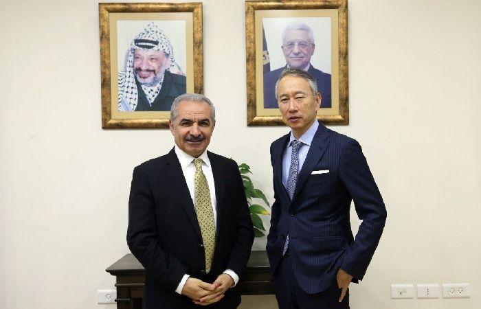 فلسطين | اشتية يستقبل السفير الياباني لمناسبة انتهاء مهامه الرسمية