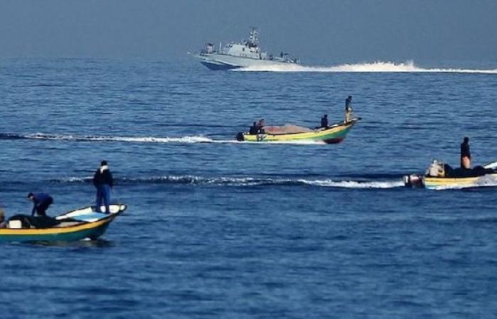 فلسطين | بحرية الاحتلال تستهدف قوارب الصيادين في بحر شمال القطاع