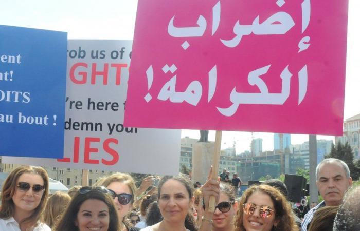 """متعاقدو التعليم الرسمي باعتصام أمام """"التربية"""": سنناضل"""
