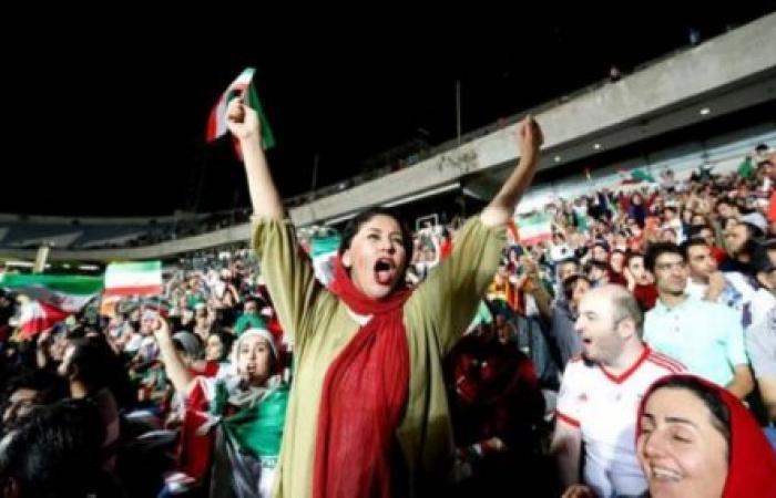 مشجعة إيرانية تحرق نفسها.. خشية محاكمتها!