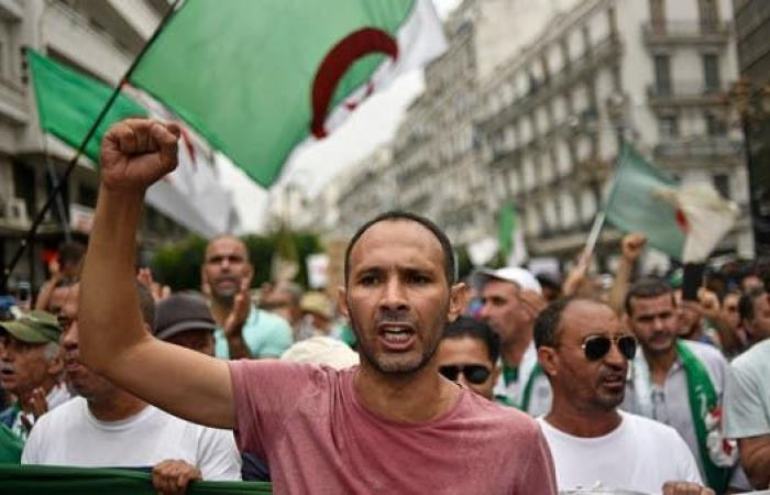 تظاهرات للجمعة الـ30 بالجزائر.. لا للانتخابات والحرية لطابو
