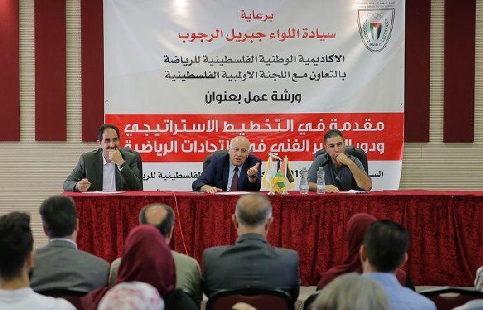 فلسطين | الرجوب يحضّ الاتحادات الرياضية على التطوير بشقيه: الاداري والفني