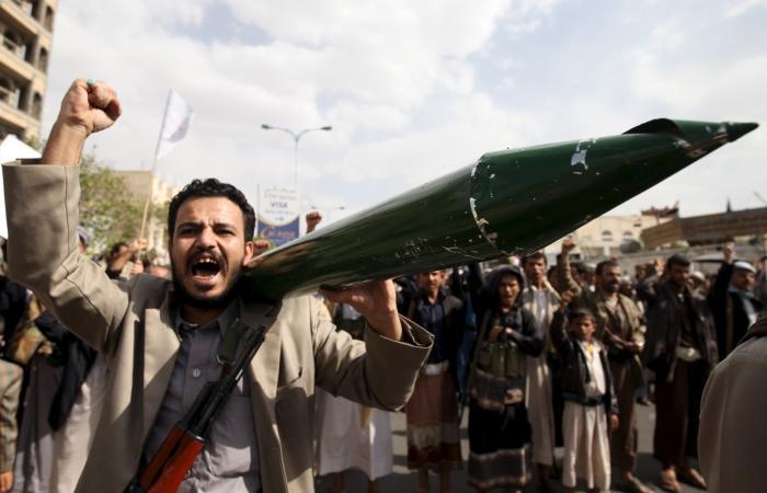اليمن | صنعاء.. ميليشيا الحوثي تحجز أموال وممتلكات 35 نائباً