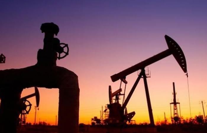 أسعار النفط تهبط بعد توقعات باستعادة السعودية إنتاجها خلال أسابيع