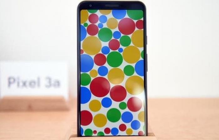 هاتف جديد من غوغل.. يعمل من دون لمس