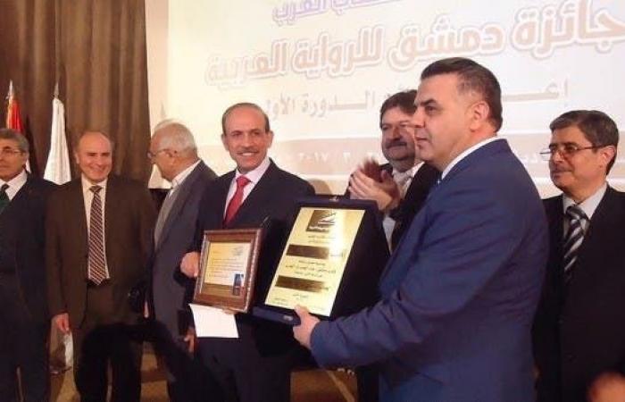 سوريا | وزير سوري فائز بجائزة أفضل رواية متهم بالفساد!