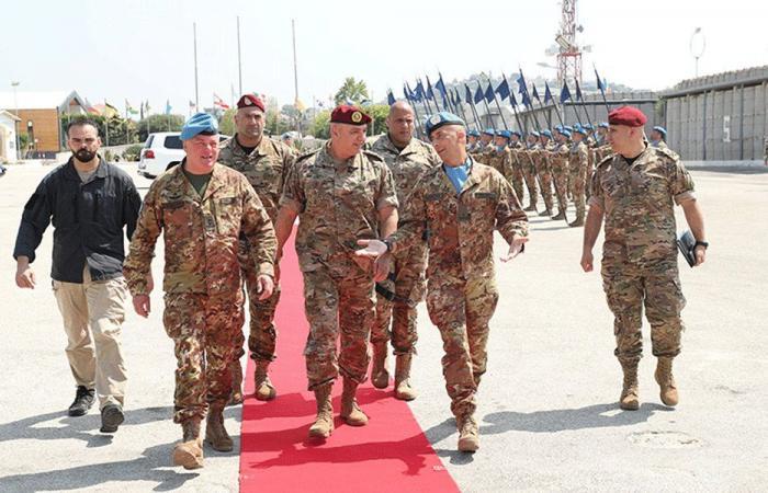 قائد الجيش: نتواصل دائمًا مع اليونيفيل لمعالجة أي إشكال يطرأ