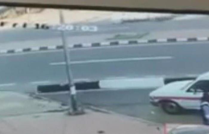 فيديو صادم.. سائق يدهس شابين عمداً بكل وحشية