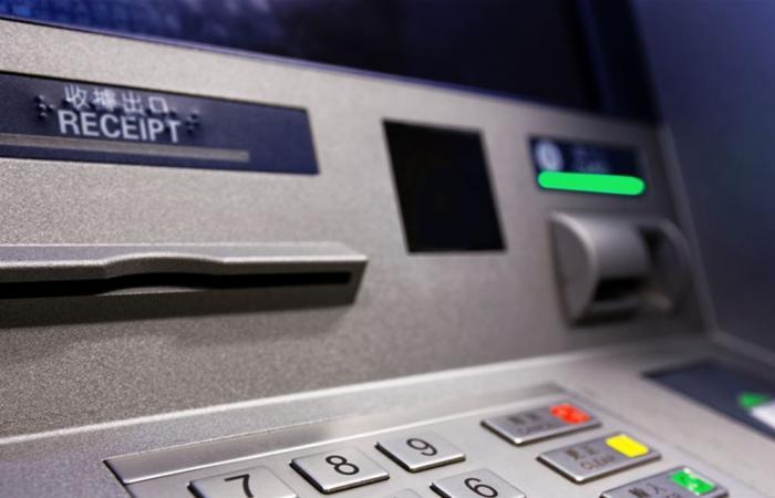 أزمة 'ATM': لا سحوبات بالدولار من هذه المصارف.. وتجميد الحسابات الأونلاين؟