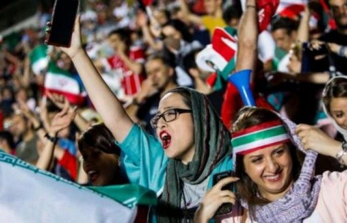 إيران تسمح للمشجعات بحضور مباريات كرة القدم