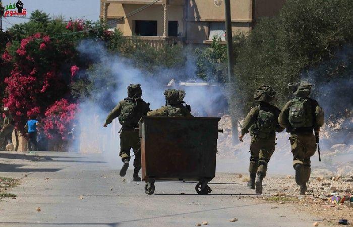فلسطين | رام الله: إصابات بالاختناق واعتقال 4 مواطنين بينهم والدة أسير