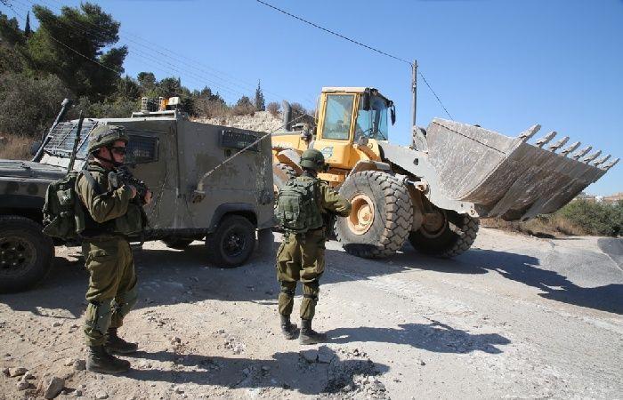 فلسطين | صور.. الاحتلال يهدم غرفة زراعية في منطقة البقعة شرق الخليل