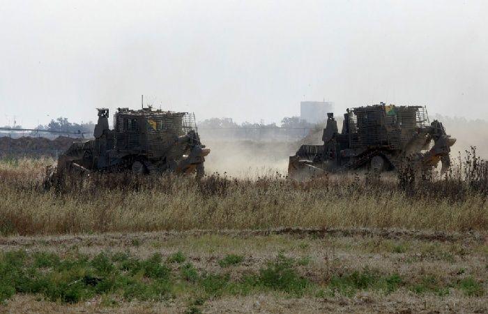 فلسطين | توغل اليات عسكرية اسرائيلية شرق بلدة القرارة