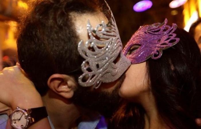 القبلات وسيط لنقل الأمراض الجنسية