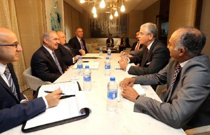 """فلسطين   اشتية يبحث مع البنك الدولي و""""النقد الدولي"""" مواجهة احتجاز المقاصة"""