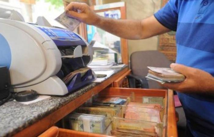 من وراء تهريب الدولار من السوق اللبناني إلى سوريا؟