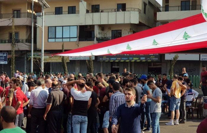 رفع علم لبنان عملاق في ساحة العبدة