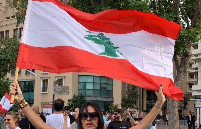 هكذا شارك نجوم الفن في احتجاجات لبنان