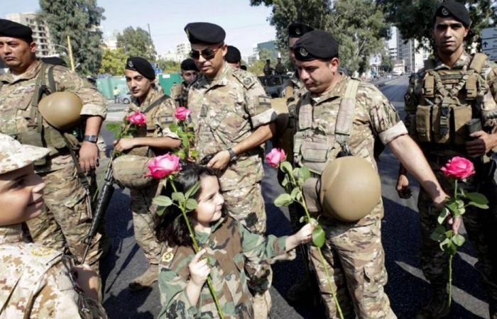 """الجيش درع الثورة… """"تِسلم يا عسكر لبنان"""""""